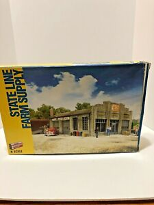 Walthers Cornerstone N Scale State Line Farm Supply Kit No. 933-3808 in Box