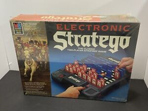 ELECTRONIC STRATEGO - 1982 MILTON BRADLEY GAME - Complete New Old Stock