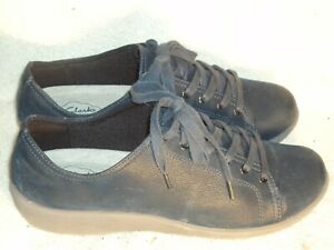 Women's Genuine Leather Shoes by Clarks Cloud Steppers-Worn Couple Times-Sz 8 M