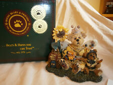 Victoria Regina Buzzbruin 00004000 . So Many Flowers So Little Time Boyd Resin