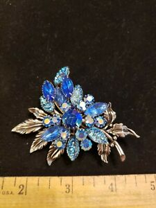 Vintage brooch blue and silver tone