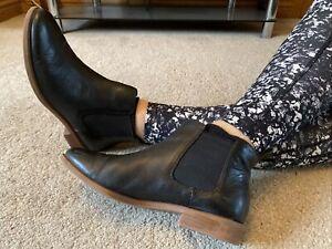 Clarks Black Leather Chelsea  Boots Size 7 EUR 41