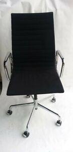 Vitra Eames Alu Chair 119 Hopsak Schwarz Höhenverstellbar mit Armlehne