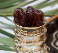 5 LB-CALIFORNIA MEDJOOL DATES. JUICY, HAND PICKED. GEART QUALITY - SPECIAL!!