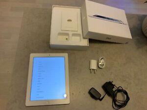 """Apple iPad 2 9,7"""" 16Go Tres bon état - Wi-Fi Tablette- Blanche + boite d'origine"""
