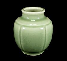 VINTAGE ROOKWOOD ART POTTERY VASE #6098 GLOSSY CELADON GREEN CRACKLE GLAZE 1948