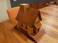 Petite Eglise fabrication main en bois Lourdes en bon état