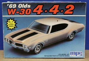 MPC Ertl  6228 1969 Oldsmobile 442 Kit Sealed Inside 1:25 1988