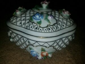 ANTIQUE BERLIN KPM FLORAL PORCELAIN - RETICULATED OVAL LIDDED BOWL, COVERED BOX