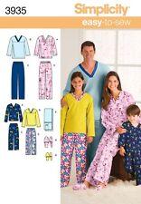 Simplicity sewing pattern 3935 Adulte/Adolescent/Enfant Pyjamas, Pantoufles, Remote Holder