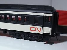 HO ATLAS # 20 001 710 CANADIAN NATIONAL PAIRED WINDOW COACH HEAVYWEIGHT CN