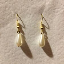 SIMPLE IVORY WHITE PEARL PEAR DROP EARRINGS BRIGHT GOLD PLATED WIRES