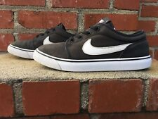 Nike Toki Low Black and White Canvas Sneaker Youth Size 6 Style 631558 001
