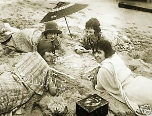 1930s WOMEN MAH JONGG on BEACH *CANVAS* PHOTO ART PRINT