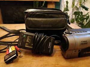 Canon UC5000 8mm Camcorder with Case Power Adaptor Cables