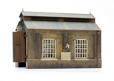 Dapol Model Railway Engine Shed Plastic Kit - OO Scale 1/76