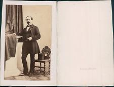 Homme à la moustache et au bouc style Napoléon III en pose, circa 1865 Vintage a