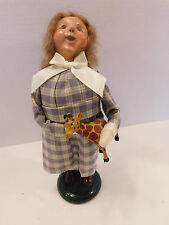 Byers Choice Caroler Girl Holding Toy Giraffe 2006. Pristine Condition !