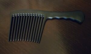 Wide tooth comb to help carefully detangle the hair