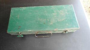 Alter Werkzeugkasten, Nußkasten, Werkzeug