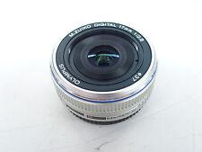 Olympus M.Zuiko Digital 17 mm / 2,8 Pancake Objektiv  silber gebraucht