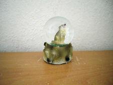 """Kleine Schneekugel """"Wolf"""" (Kunstharz/Glas) / Small Snow Globe """"Wolf"""" (Synth. R.)"""