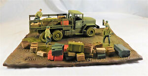 1.35 SCALE MILITARY MODEL DIARAMA WW2 US M923A1 6X6 5 TON TRUCK AND FIGURES