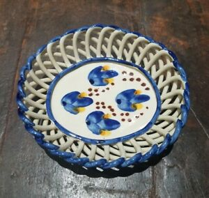 HANDMADE HAND PAINTED/GLAZED FLORAL ROPE POTTERY SOAP DISH SIGNED BLUE EUC