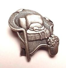 VINTAGE BIRDS & BLOOMS WICKER CHAIR FLOWER HAT LIMITED EDITION 2008 BROOCH PIN