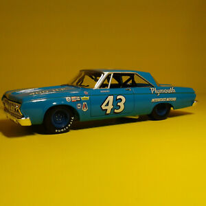 RACING CHAMPIONS RICHARD PETTY 1964 PLYMOUTH BELVEDERE 1/24 #743 of 5004