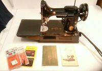 NICE VINTAGE SINGER 221 FEATHERWEIGHT SEWING MACHINE W/ ATTACHMENTS & CARRY CASE