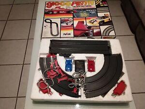 Circuit voitures électriques vintage polistil 70s : matra et Ferrari 1/43 ème