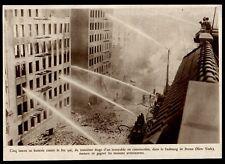 1930  --  NEW YORK  POMPIER LUTTANT CONTRE UN INCENDIE DANS LE BRONX   3M806