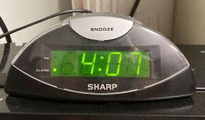 Vintage Sharp Intertek 3144480, Model SPC 019 alarm clock