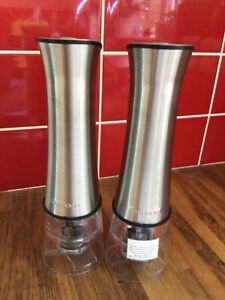 Cuisinart Electric salt and pepper set, never used, with booklet
