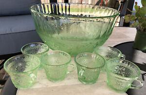 Tiara Indiana Glass Chantilly Green Sandwich Glass Punch Bowl 6 Cups