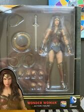 Mafex Batman V Superman Wonder Woman