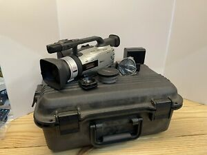 Canon GL2 NTSC MiniDV 3CCD Digital Video Camcorder (DM-GL2A) Battery, Xtra Lens
