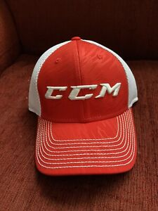 NEW CCM Team Hockey Canada Hat S/M Small Medium Stretch Fit Fitted NWT Tags