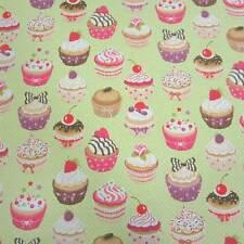 Stoff Meterware Baumwolle Törtchen Muffins Kuchen hellgrün Punkte Cupcake Neu