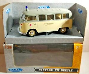WELLY 1:24 SCALE DIECAST VOLKSWAGEN VW CLASSIC GERMAN RED CROSS AMBULANCE BOXED