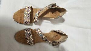 Vaneli Wedge Heel Sandal Cork Upper Rubber Sole 8.5M Tan, Blue White