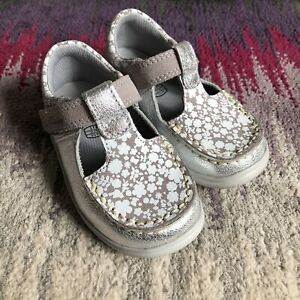 Clarks Baby Girl Silver Floral Pattern Shoes Size Uk 5F Infant New