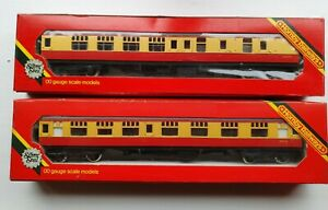 2x Hornby BR Coaches R928 & R929 Brake Second Composite Blood & Custard Boxed