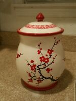 Antique Chinese Porcelain Jar. Marked Excellent hand painted very collectible.