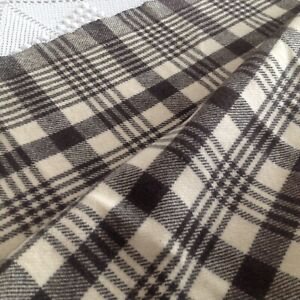 Mid Century Welsh Blanket, Woollen Mill ~ Vintage Check Throw /  80 x 68 cm.