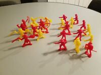 Vintage 1960's plastic Cowboys ad Indians Yellow and Red lot of 24