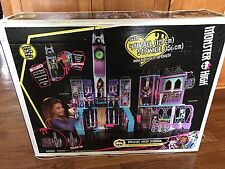BRAND NEW IN BOX! MONSTER HIGH Deluxe High School Playset Doll House NIB