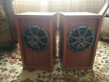 2 altavoces, speakers (medios y tweeters) Kicker ES65 195 W con cajas.