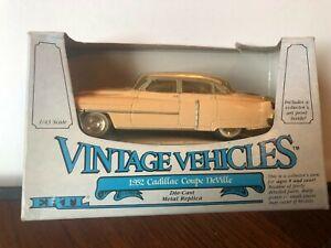 1/43 ERTL VINTAGE VEHICLES 1952 CADILLAC DEVILLE PINK/BEIGE